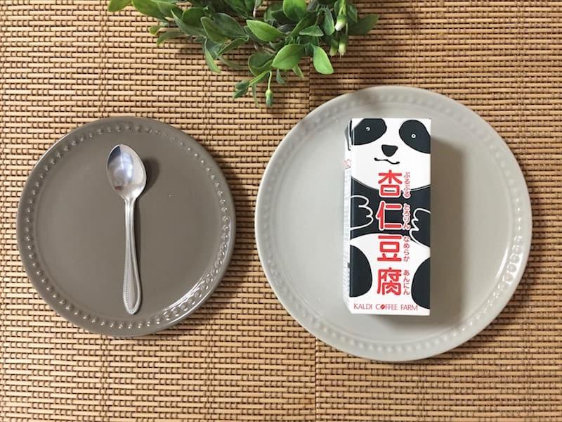 紙パック入りが楽しい、ぷるんぷるんの杏仁豆腐