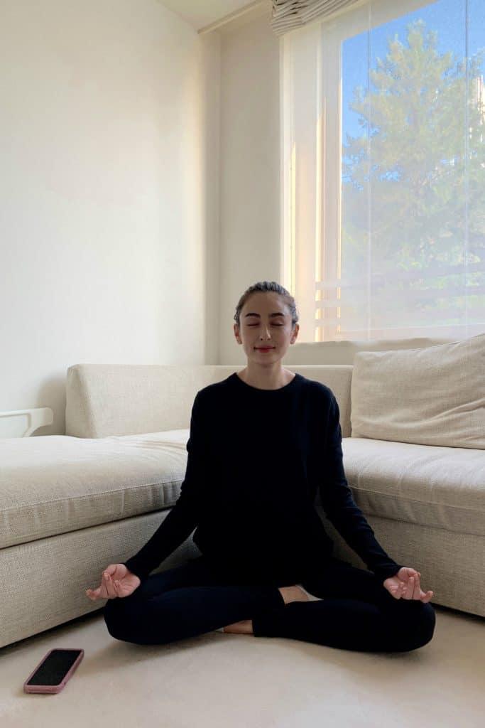 心を鎮めて無心になる「瞑想」。