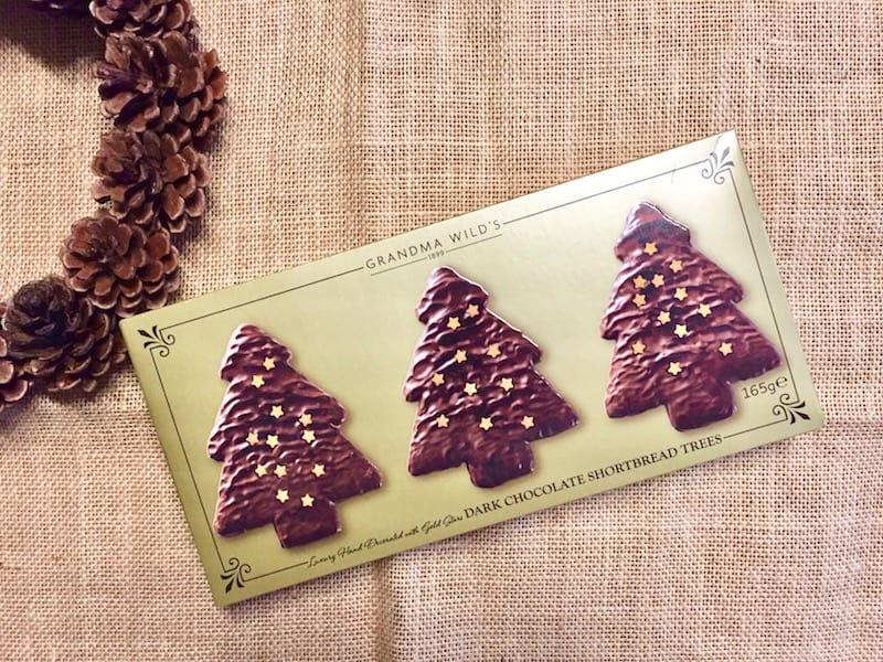 ダークチョコでコーティングされたクリスマスツリー