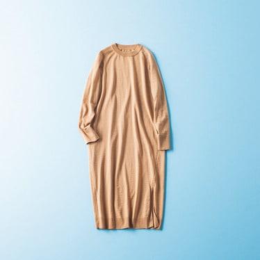 [右]淡いブルーのコートにスキ
