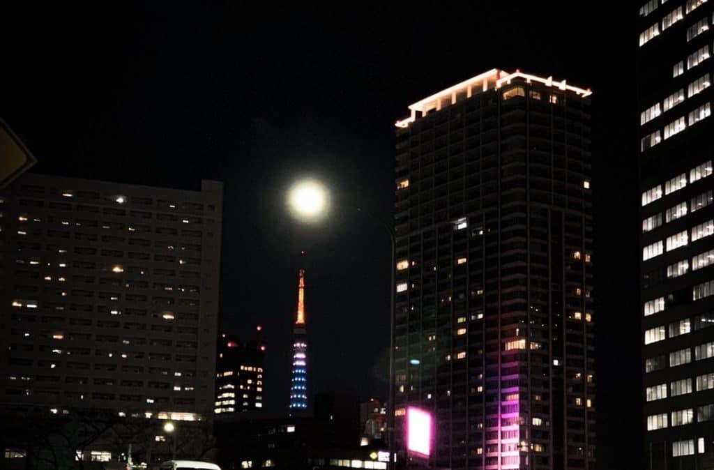 アラサー女子のモテテク「満月の夜に気になる人にLINEする」|【2020年までに彼氏をつくるためにすべき30のこと⑨】
