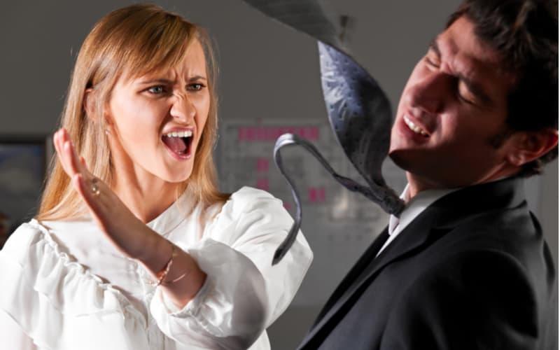 「歯ブラシで便器を…」夫の不倫発覚後、妻が隠れて取った復讐行動4つ