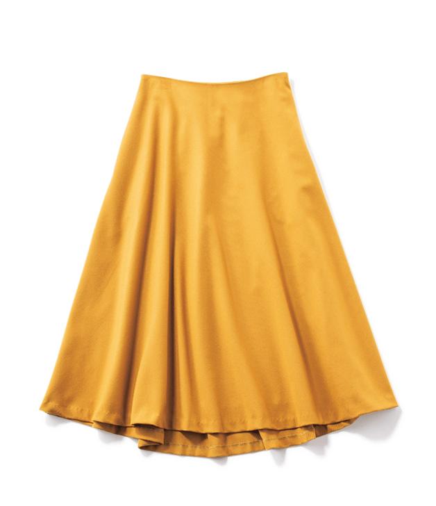 イエローのカラースカート。華やか通勤コーデを5スタイル紹介します。