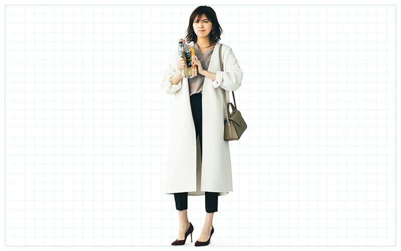 タイトなパンツスタイルも白コートで即優しげ【真冬の着回しDiaries Part⑥】