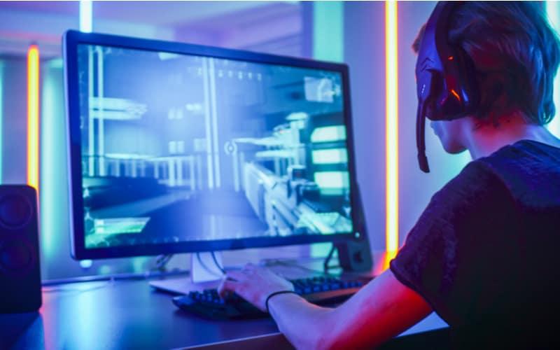 オンラインゲームで知り合った女性と……