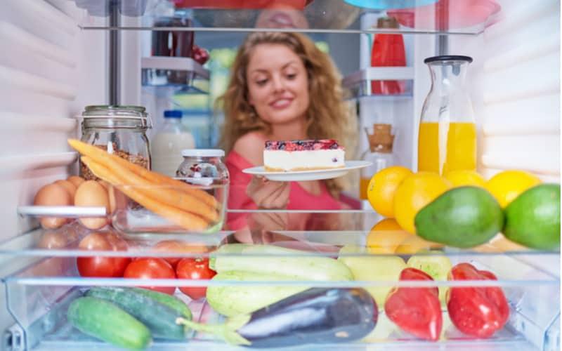 彼宅の冷蔵庫に甘い食べ物
