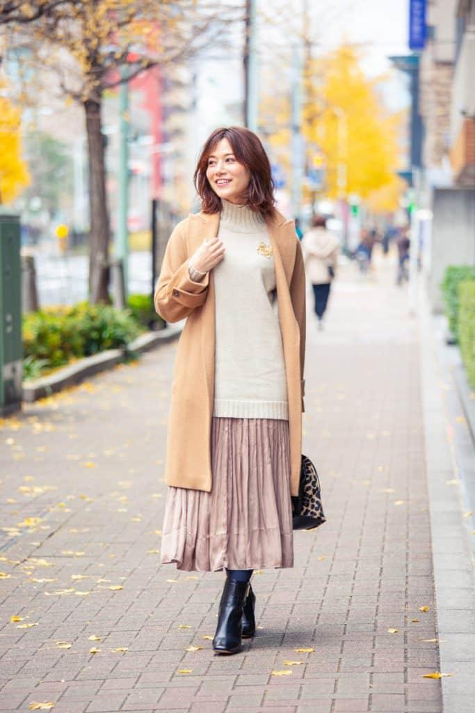 重ためな服が多い真冬は、カラースカートで「華やか通勤」が簡単に!【CLASSY.読者のスカートSNAP③】
