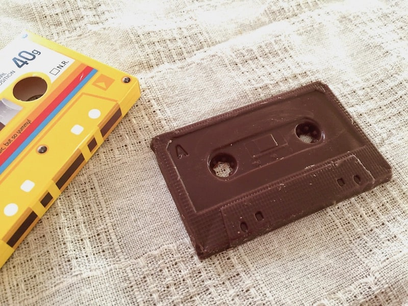 懐かしのカセットテープもチョコに