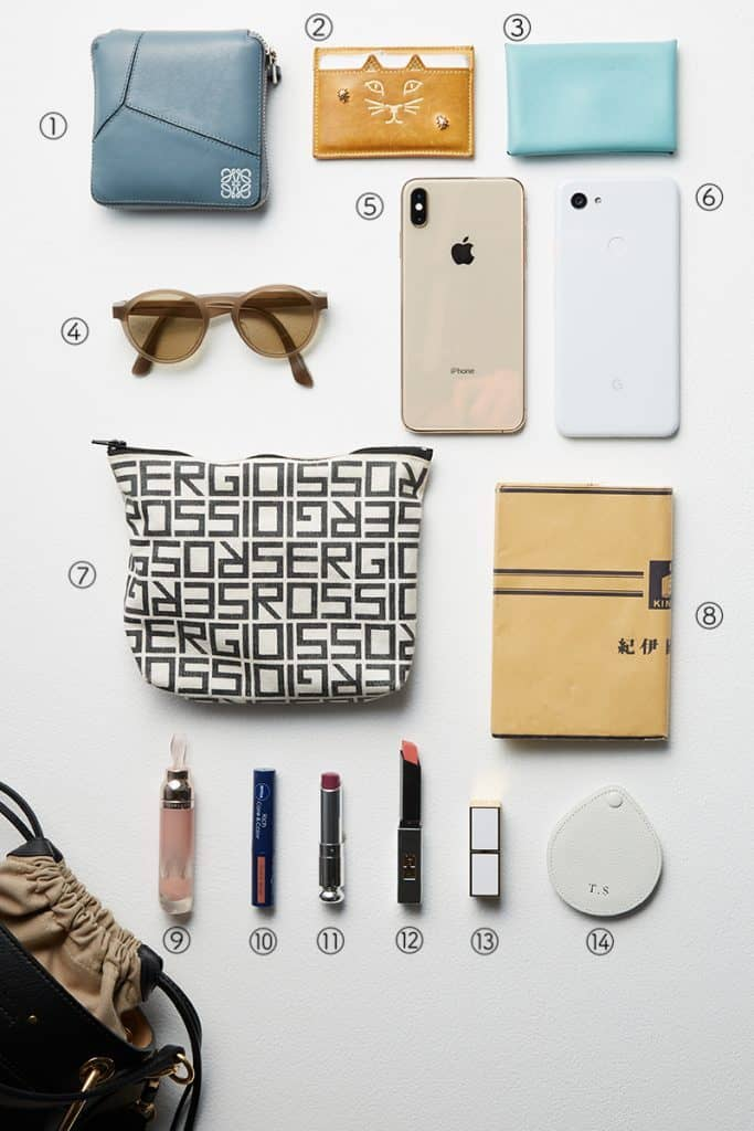 ①ロエベのお財布は珍しい正方形