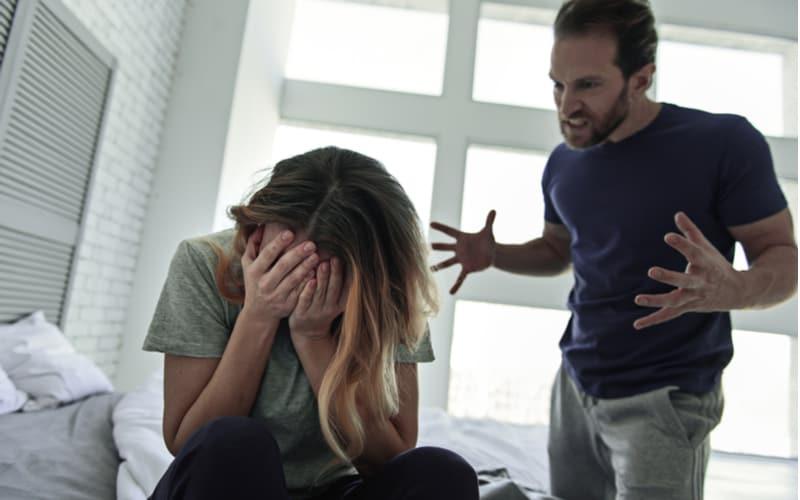 夫の母親から…!? 不倫がバレた妻に起きた天罰エピソード3つ