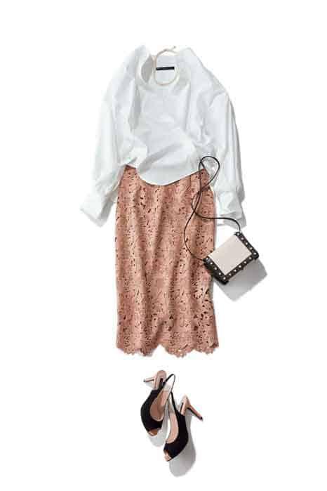 くすみピンクのタイトスカートに