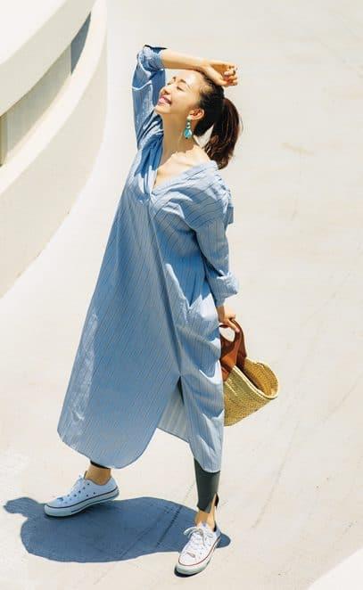 春夏に大活躍のブルーのシャツワ