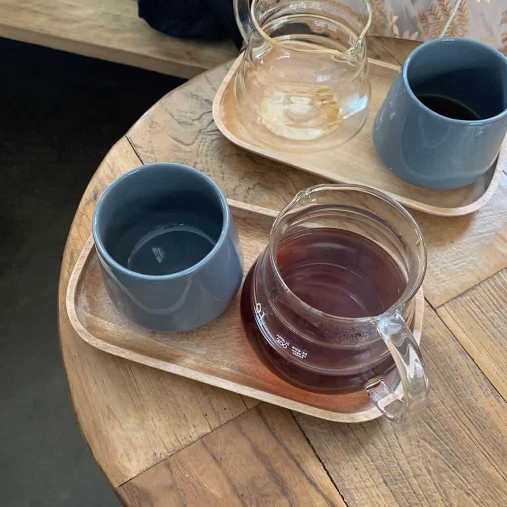 サリーさんに言われるがままにオーダーした、本日のコーヒー。「酸味が少ないものを」と頼みました。6,000wonです。