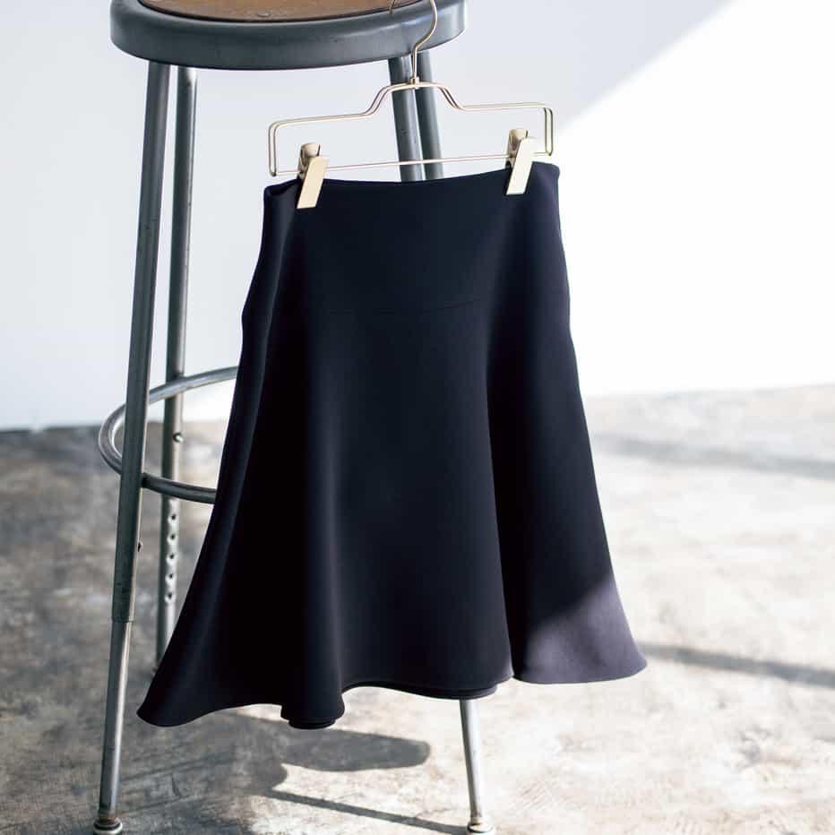 アラサー世代のスカート×ブーツ着回しコーデ「❷黒スカート×マーチンブーツ編」