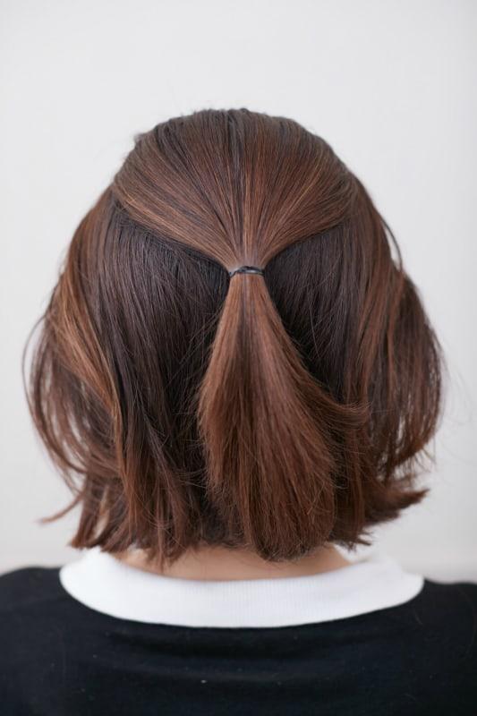 トップ、サイドの髪を後ろに持っ