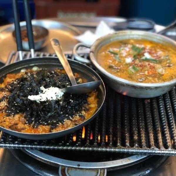 〆には「チャグリパプ」(5,000won)というリゾットのようなメニューをいただきました。チゲにご飯が入った料理なんですが、トマトリゾットのような酸味に、韓国海苔の風味がよく合う!ぺろっと食べられます。右は味噌チゲ(テンジャンチゲ・5,000won)お口直しにぴったり!