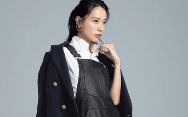 女優・戸田恵梨香が着こなす2020年のスカートコーデ