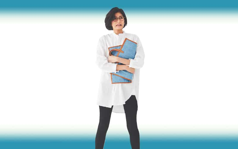 モノトーンコーデはシャツの丈や衿元のデザインで今年らしく【今日の着回しDiary】