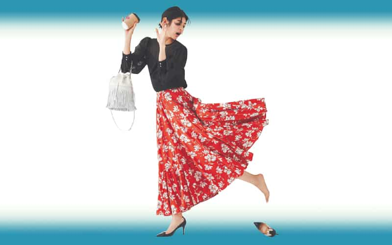 透けアイテムと華やかスカートで道行く人の視線を集めて【今日の着回しDiary】