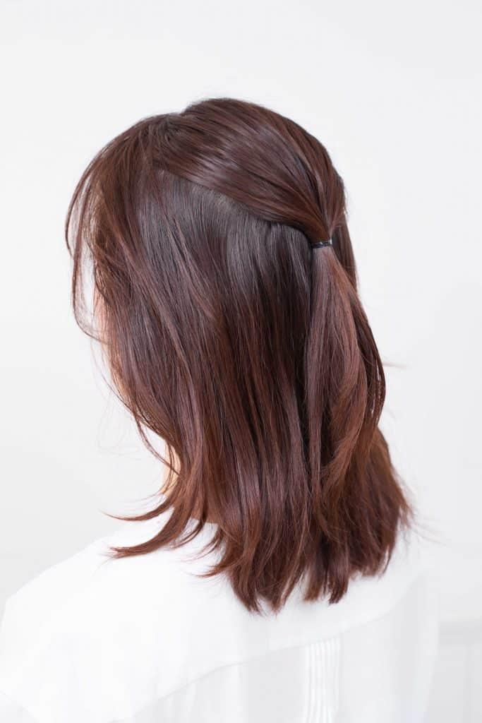 斜めに下ろした前髪は、とてもシ