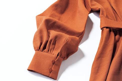 バルーンデザインの袖とギャザー