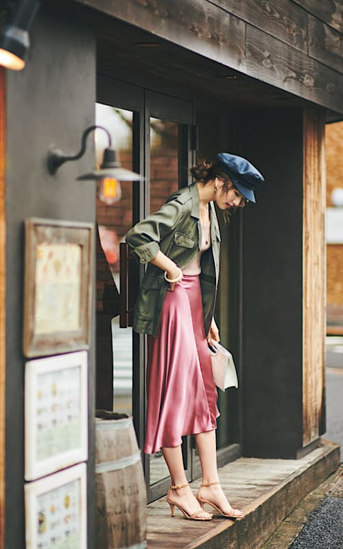 【今日の服装】旬のサテンスカート、周りと差をつけるには?【アラサー女子】