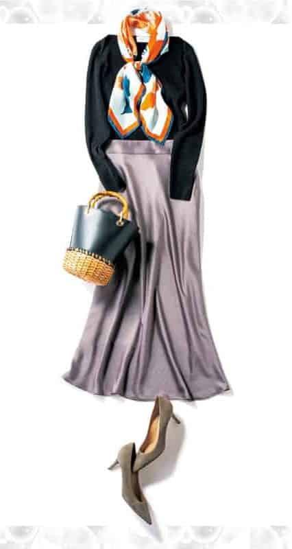 艶のあるサテンスカートと女度の