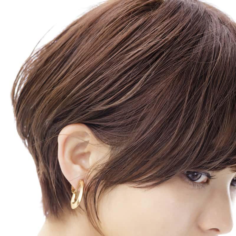 耳にかけてショートヘアの女らし