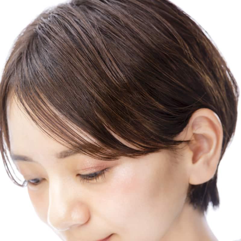 目にかかる長め前髪が女っぽい