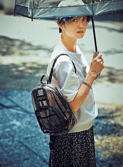 雨の日のバッグはPVC素材が間