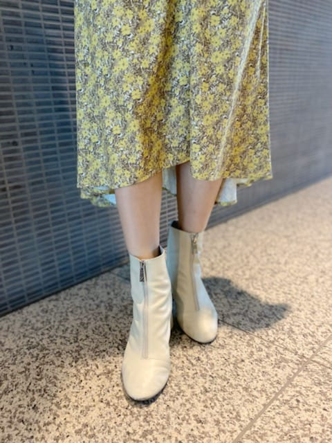 【ZARA】の白ブーツで春のデート&通勤コーデで更新