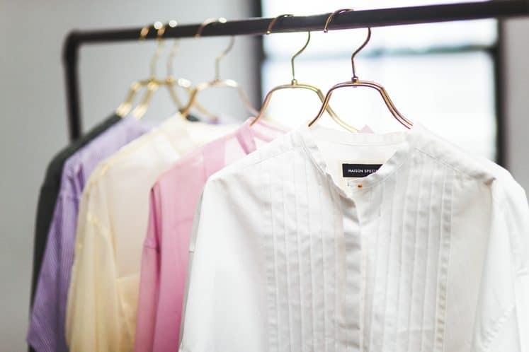 「今買うべきシャツランキング第1位」を使った春カジュアルコーデ5選