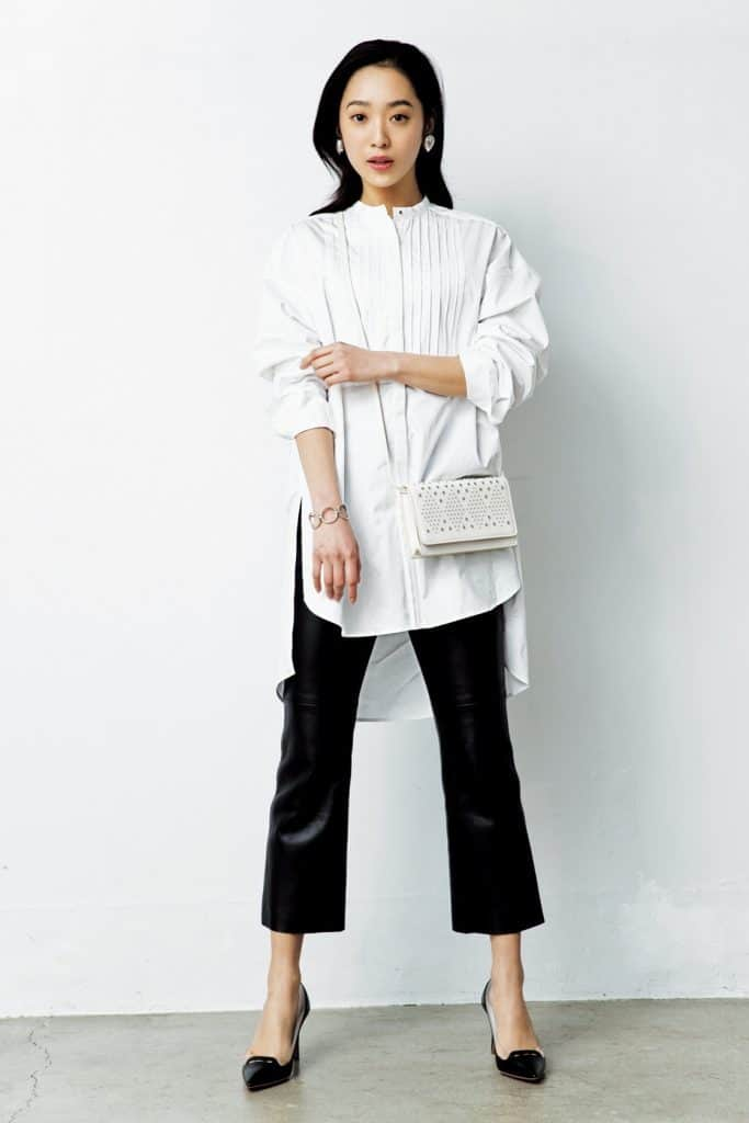 ひとくせデザインの白シャツを、