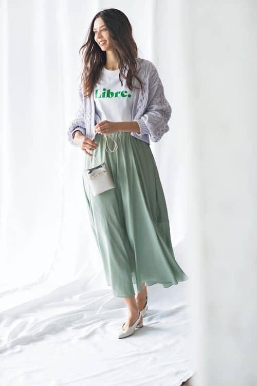 フレアスカートとざっくりニット