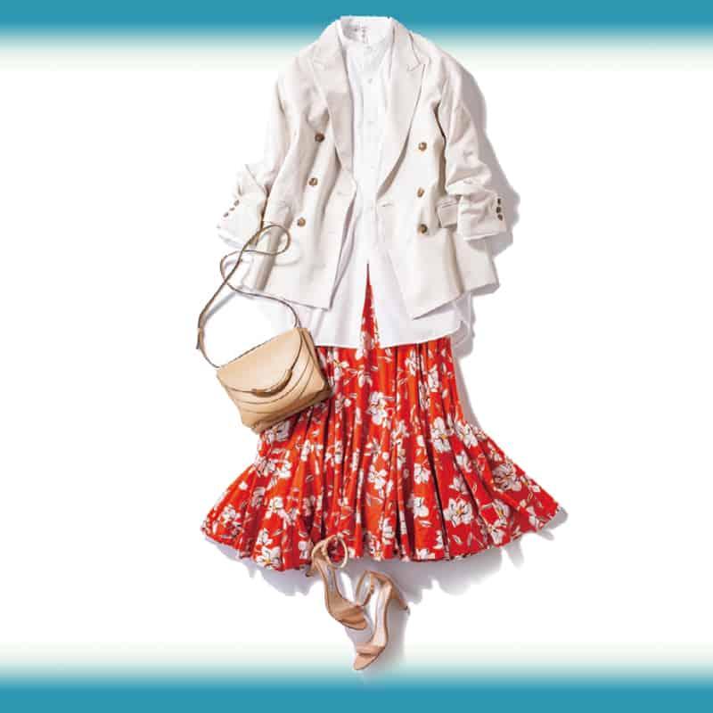 存在感のある赤のフレアスカート