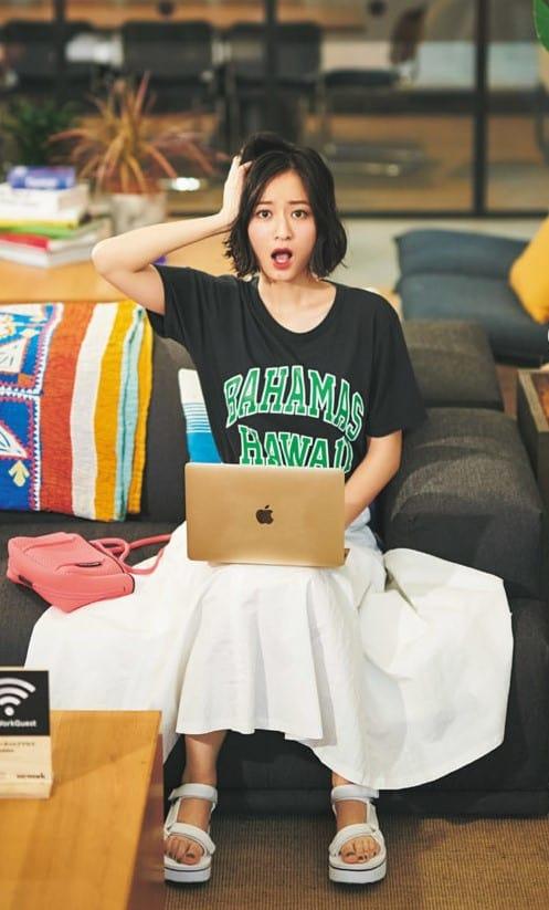 カジュアル度の高いロゴTシャツ