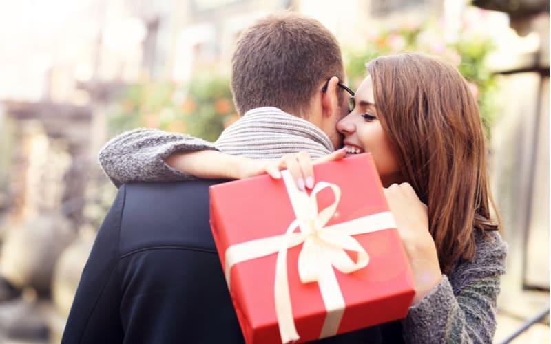 嬉しいけど気持ち悪いモノも…不倫相手が女性に送ったプレゼント4つ
