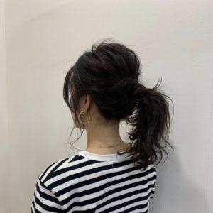 ③①と②の結び目を隠すように毛