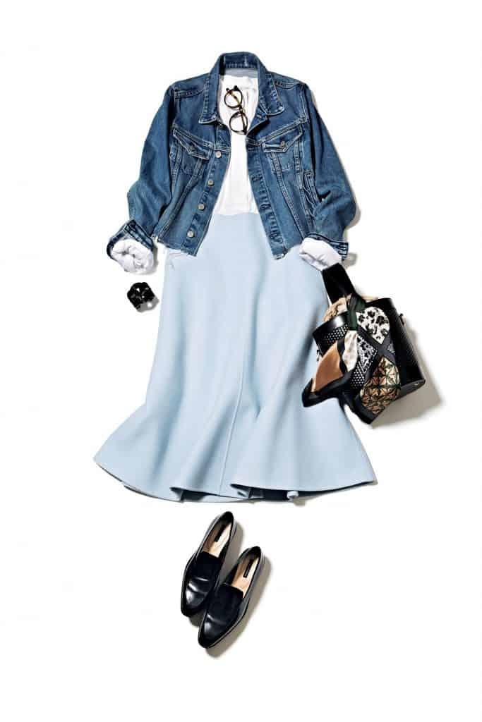 Gジャンに淡いブルーのスカート