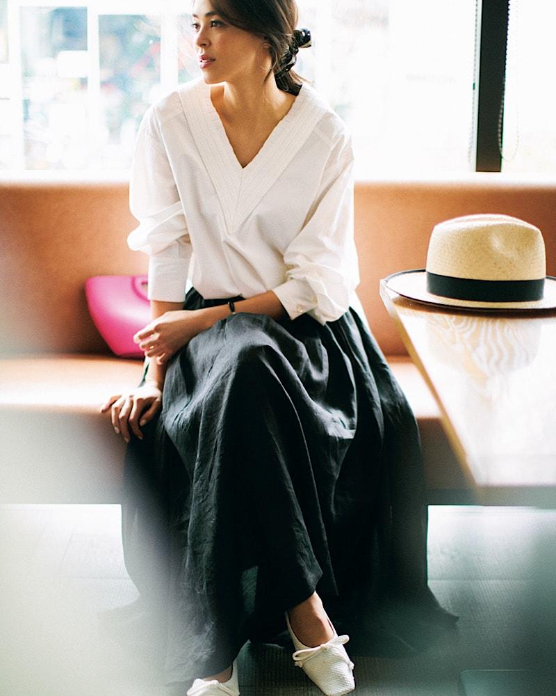 白シャツ×黒フレアスカートでつ