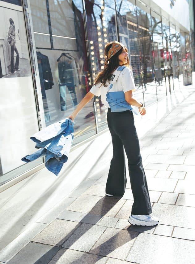 この春「スニーカー」を手軽にオシャレに見せるコーデがある!