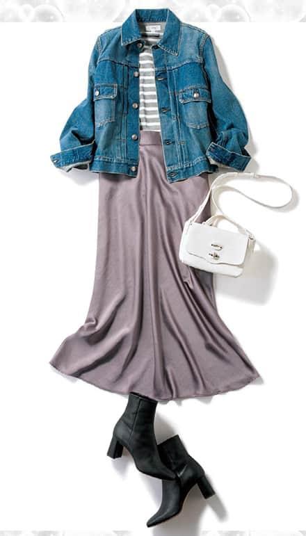 キレイめな印象のサテンスカート