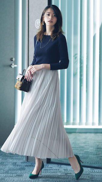 トレンドの白のプリーツスカート