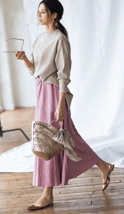 今年らしいキレイ色スカートには