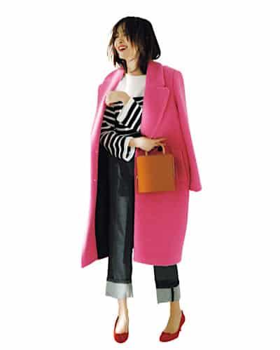 華やかなピンクのコートには、あ