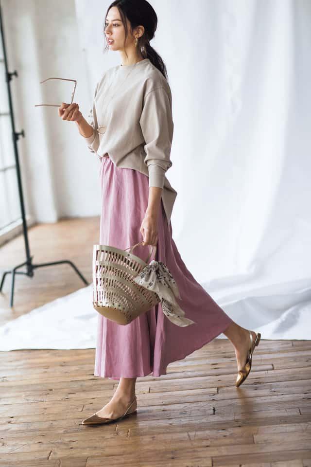 春らしいピンクスカートには、ベ