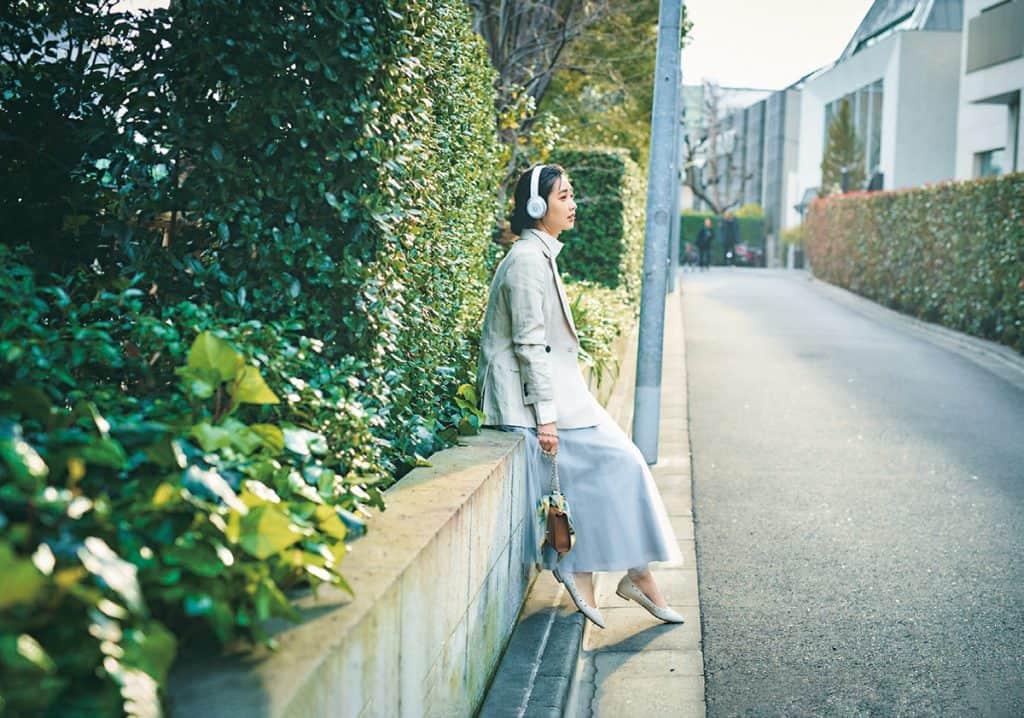 女性らしいスカートにはリネンジャケットのラフさがぴったり【今日の着回しDiary】