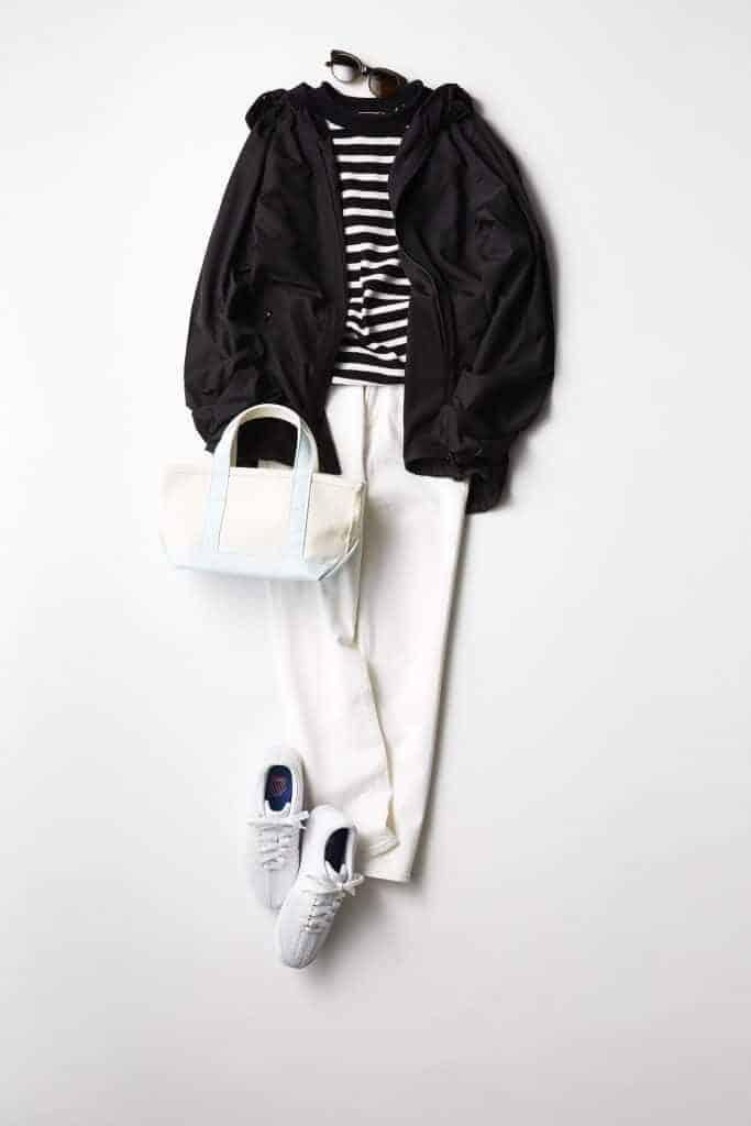 白パンツ×白スニーカーのクリー