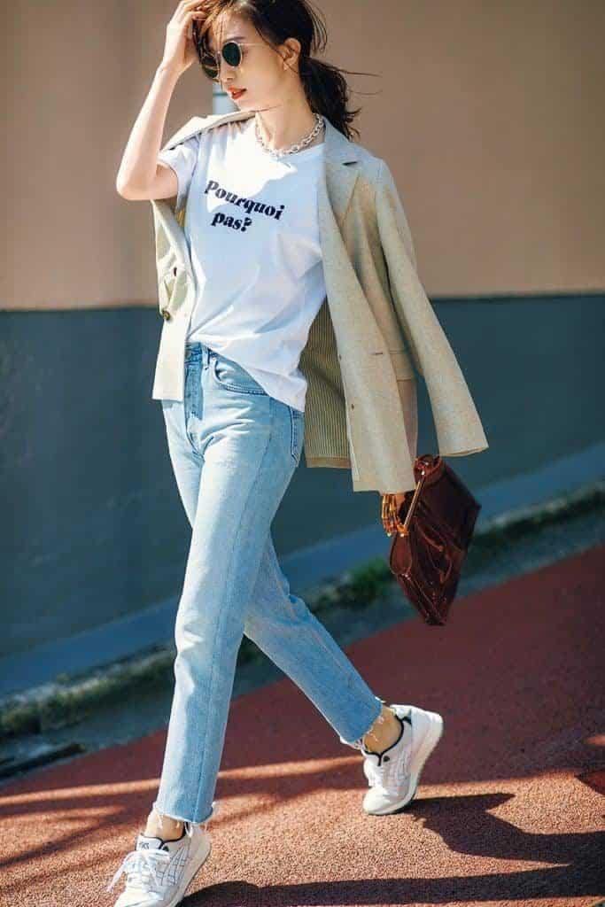 デニムとTシャツの定番スタイル
