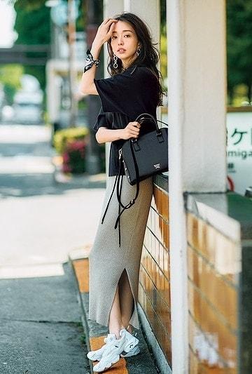 黒Tシャツコーデ52選|合わせるアイテム別・大人の女性に似合う着こなし術【2020年春夏】